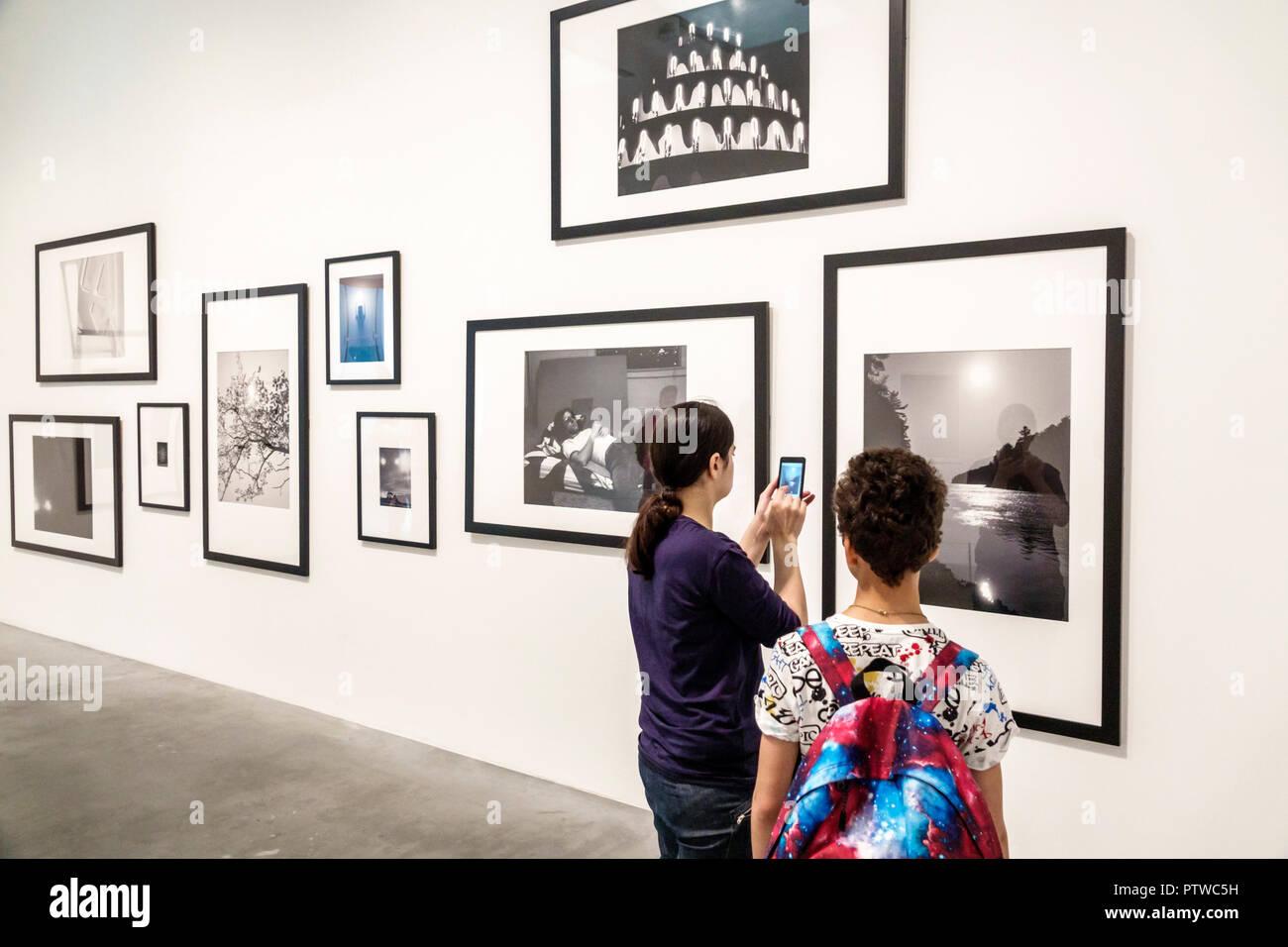 Londres Angleterre Royaume-Uni Grande-bretagne Southwark TateModern Bankside gallery musée d'art contemporain à l'intérieur de l'intérieur pièce photograhy b/w noir Photo Stock