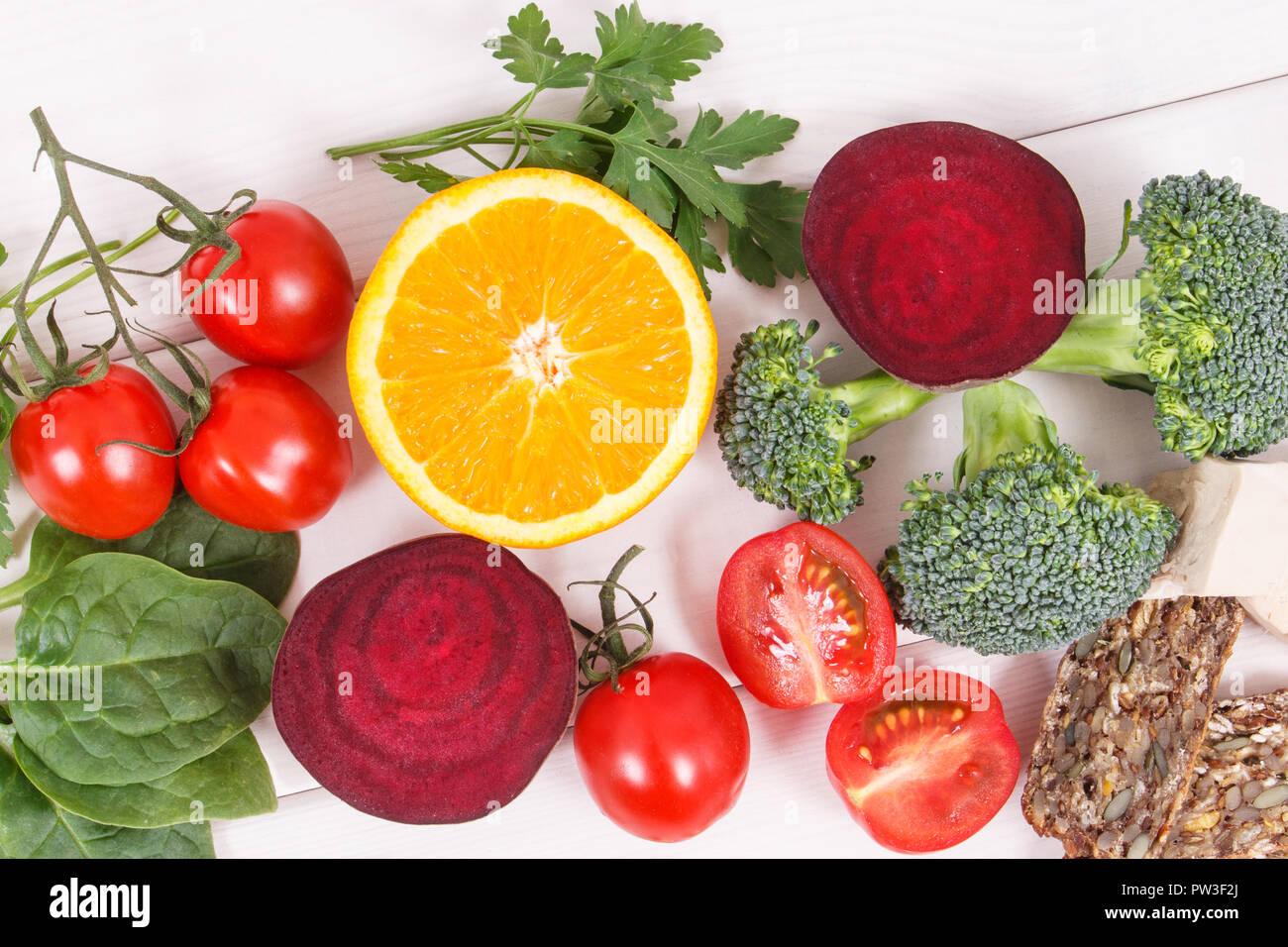 Aliments nutritifs comme source de vitamine B9, de fibres alimentaires, de l'acide folique et de minéraux naturels, concept d'un mode de vie sain Photo Stock