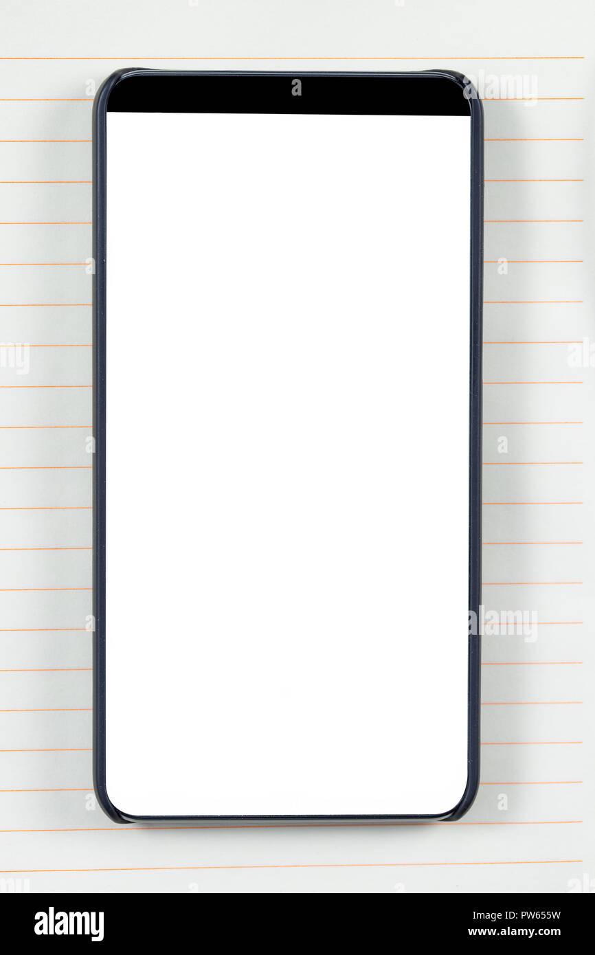 Moins lunette Smartphone avec écran vide sur un bloc-notes de fond. Prêt  pour la maquette d applications mobiles. 463534e0ddaa