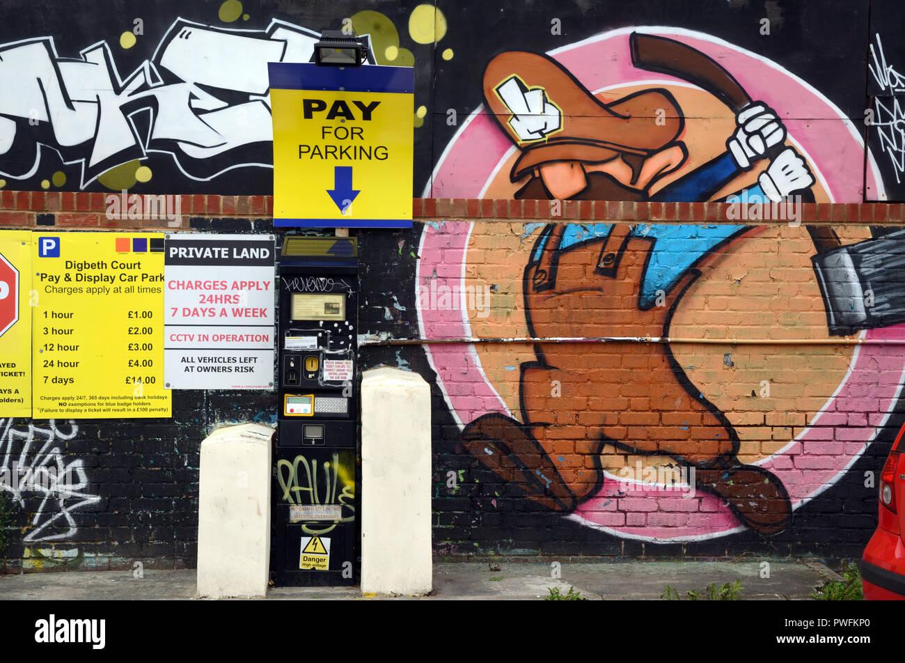 Parking Parking avec les tarifs et Payez et affichez à Digbeth Birmingham England Photo Stock