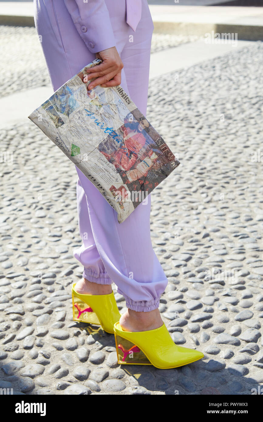 MILAN, ITALIE 21 septembre 2018 : Femme avec chaussures