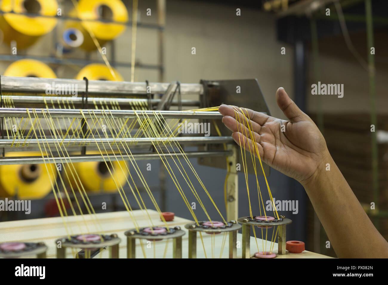 Contrôle des travailleurs dans l'industrie de la corde à linge Banque D'Images
