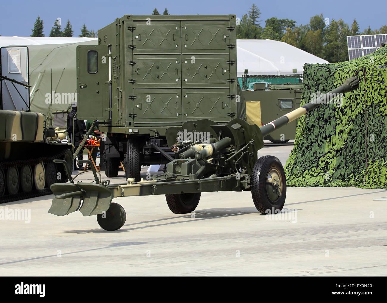 Canon anti-char remorqué sur le transport Banque D'Images