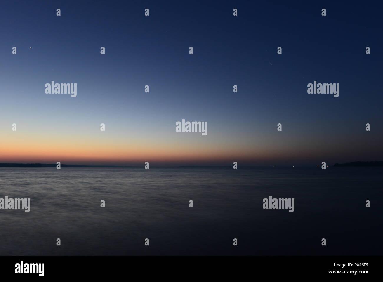Twilight Glow Palette De Couleurs De Coucher De Lignes Dans Le Ciel