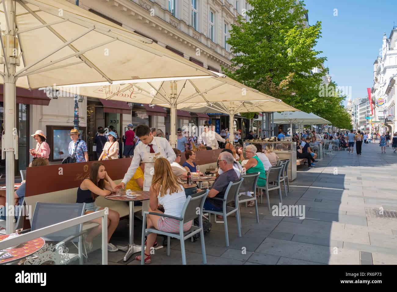 Café Sacher sur chaussée Kartner Strasse, dans le centre de Vienne, Autriche, Europe Photo Stock
