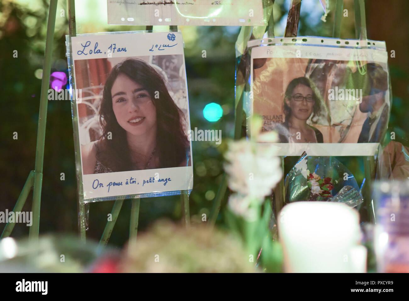 Novembre 22, 2015 - Paris, France: hommage aux victimes du terrorisme le 13 novembre avec des bougies, des dessins, des arts de la rue, et les images de la mort de près de la memorial impromptu bataclan. Des photos des victimes des attaques terroristes du 13 novembre 2015 sont posees au milieu de fleurs le long d'un memorial improviser square du Bataclan, a proximite de la salle de concert ou 90 personnes ont ete massacrees. *** FRANCE / PAS DE VENTES DE MÉDIAS FRANÇAIS *** Photo Stock