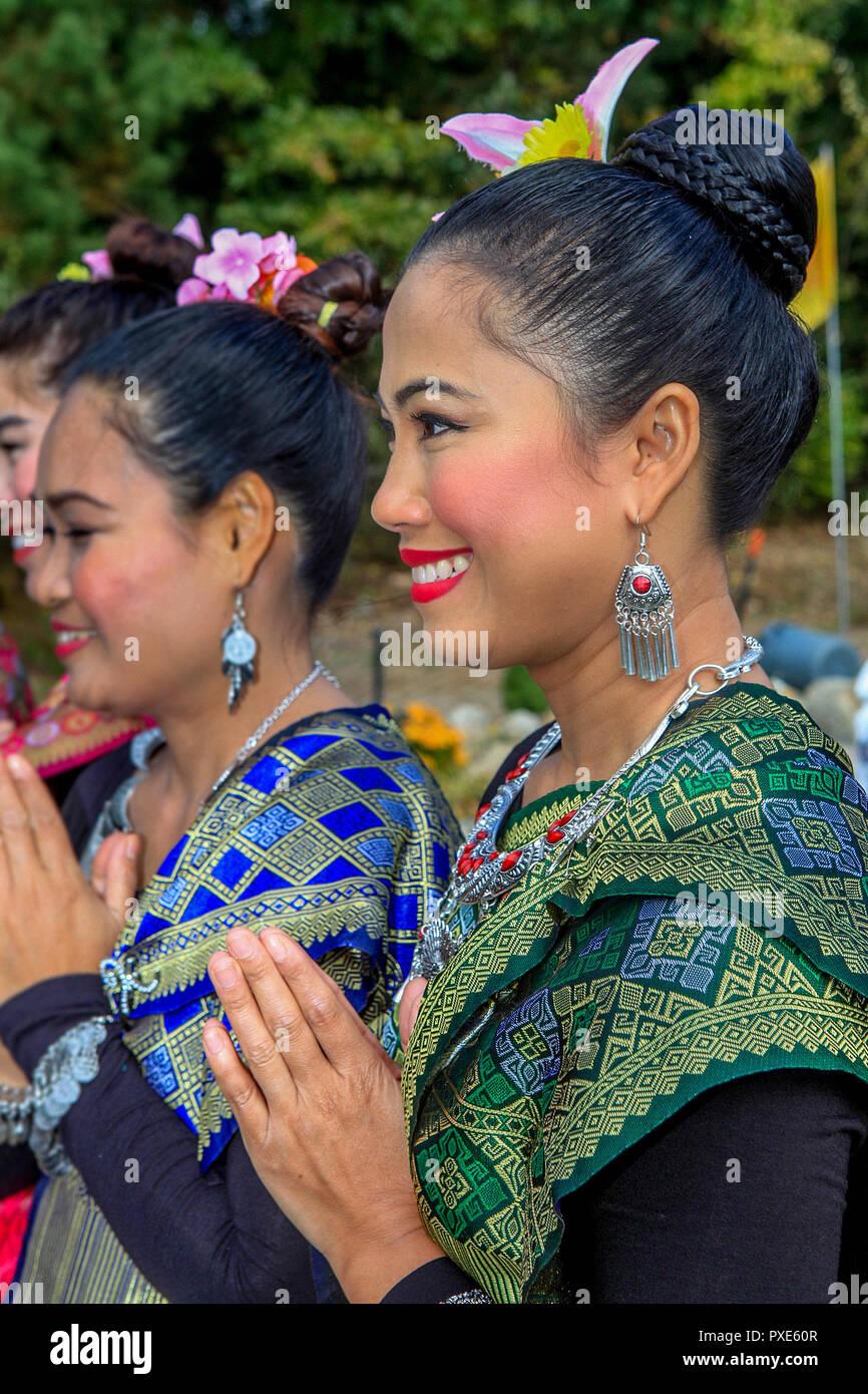 Portrait d'une danseuse Apsara thaïlandais d'effectuer à la fin du carême Célébration annuelle tenue à Boston, Vararam Wat Bouddha Thaï un temple bouddhiste theravada. C'est l'un des deux temples bouddhistes dans le Massachusetts. Photo Stock