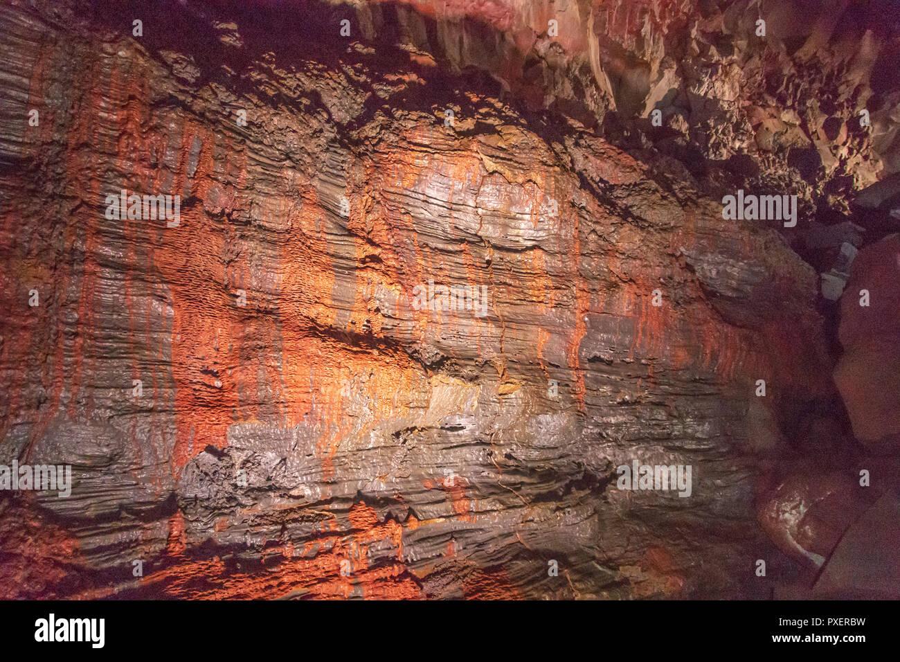 Raufarholshellir tunnel de lave et des grottes, l'un des plus long de l'Islande, formé par l'écoulement de lave qui déplacé sous la surface trempée d'une coulée Banque D'Images
