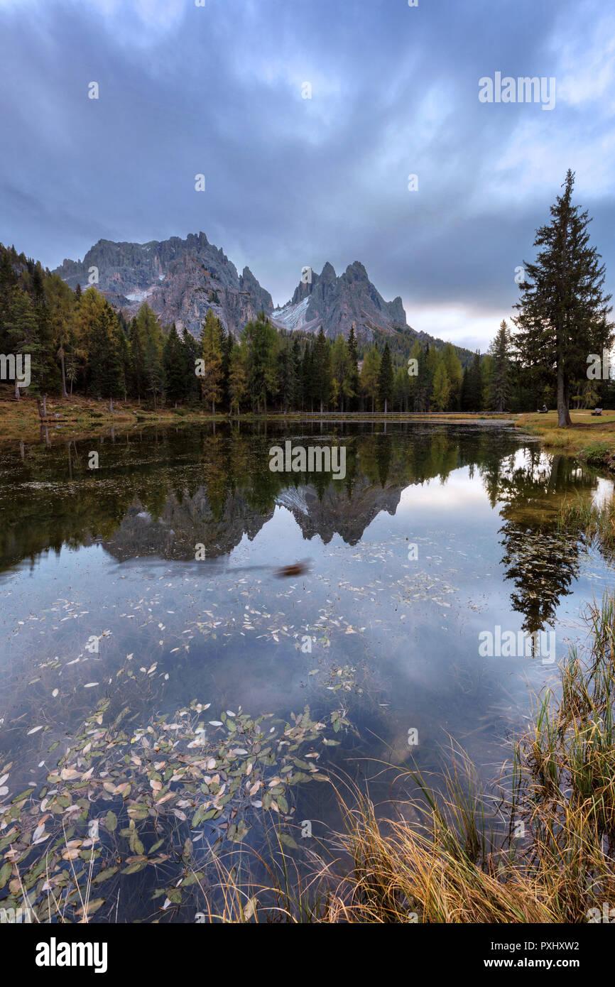 Belle matinée avec mountain reflection à Antorno lake, Italie, Europe Banque D'Images