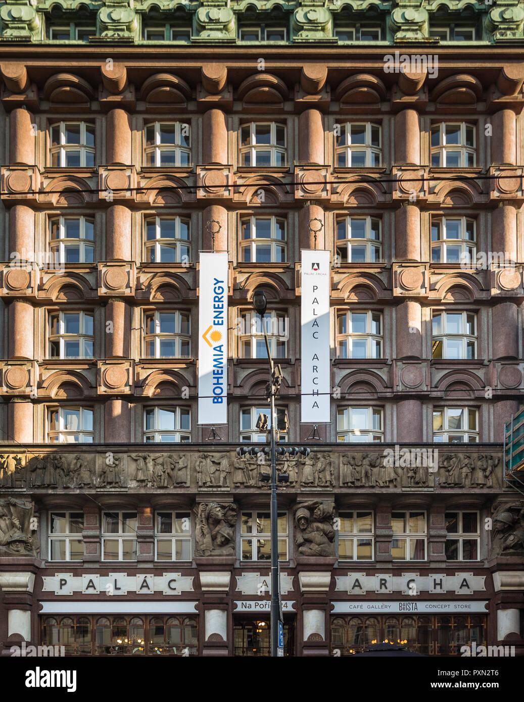 Prague. République tchèque. La Banque des légions (Legionářská banka, ou Legiobanka), Na Poříčí 1046/24, Rondo Cubist bâtiment conçu par Josef Gočár, Photo Stock