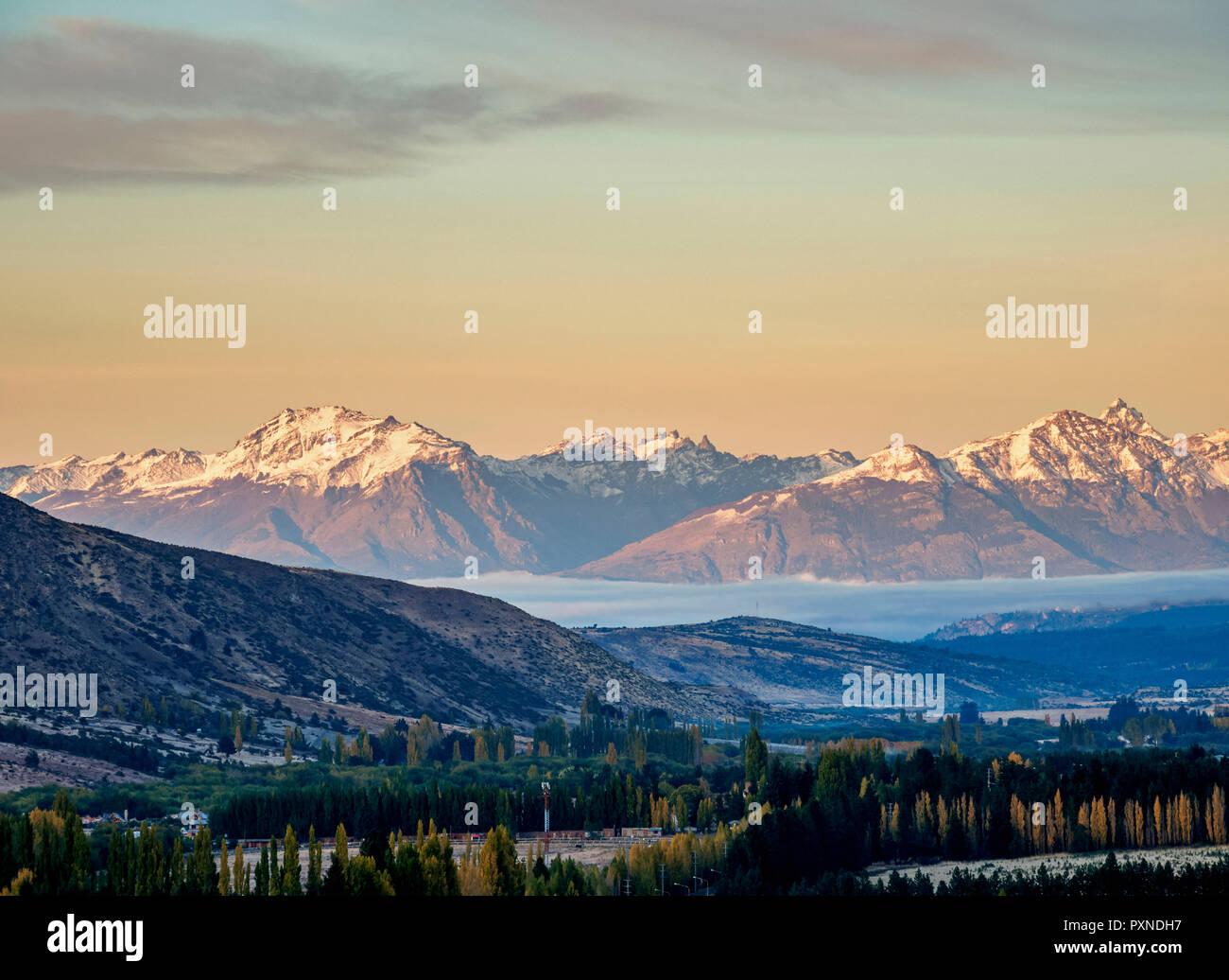 Esquel au lever du soleil, augmentation de la vue, la Province de Chubut, en Patagonie, Argentine Photo Stock