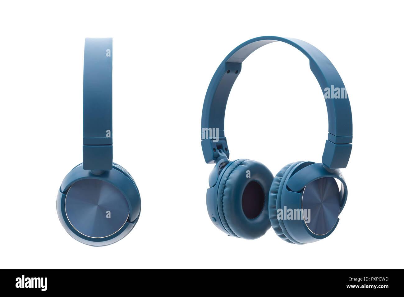 Casque bleu bluetooth sur fond blanc studio pack shot équipement isolé Photo Stock