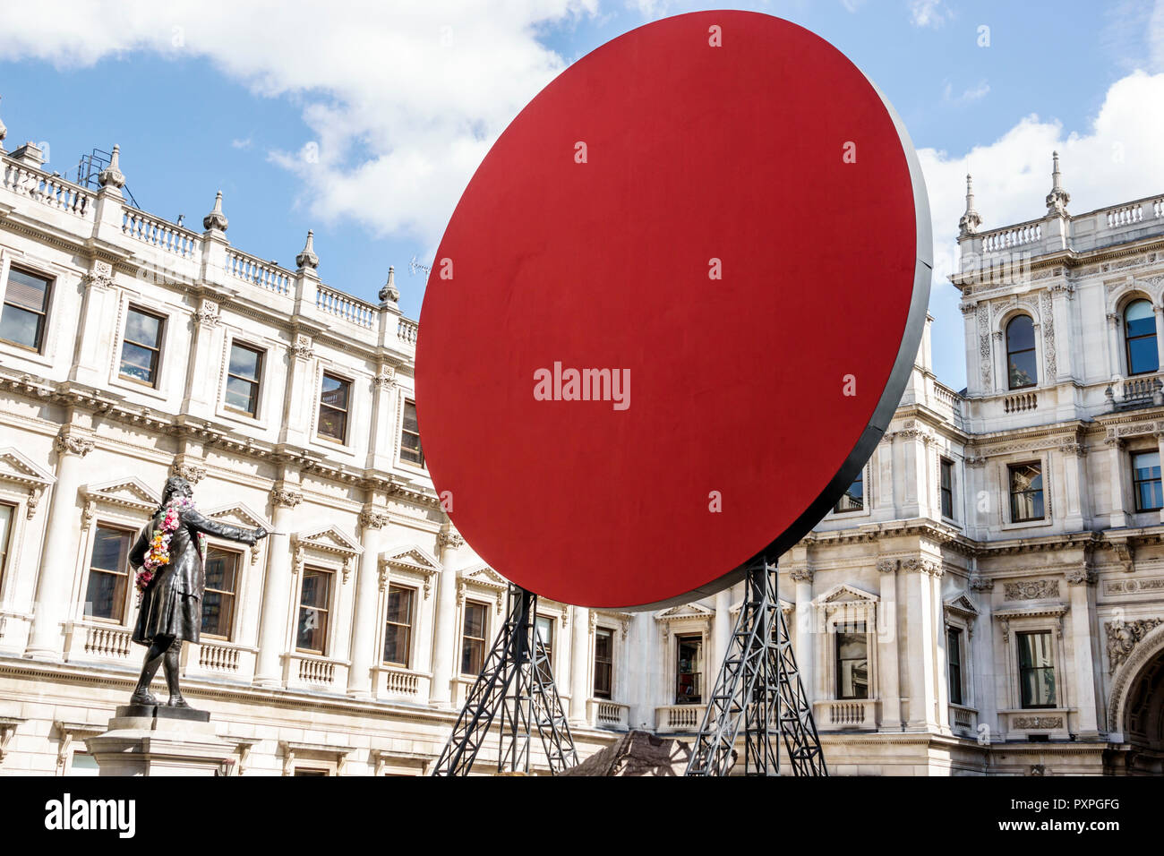 Londres Angleterre Royaume-Uni Grande-bretagne Piccadilly Mayfair Burlington House Royal Academy of Arts installation extérieure d'une sculpture contemporaine Photo Stock