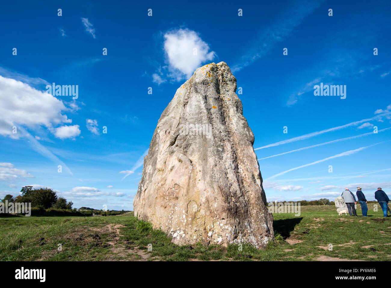 L'une des pierres qui composent le cercles de pierres néolithiques à Avebury dans le Wiltshire, England, UK Banque D'Images
