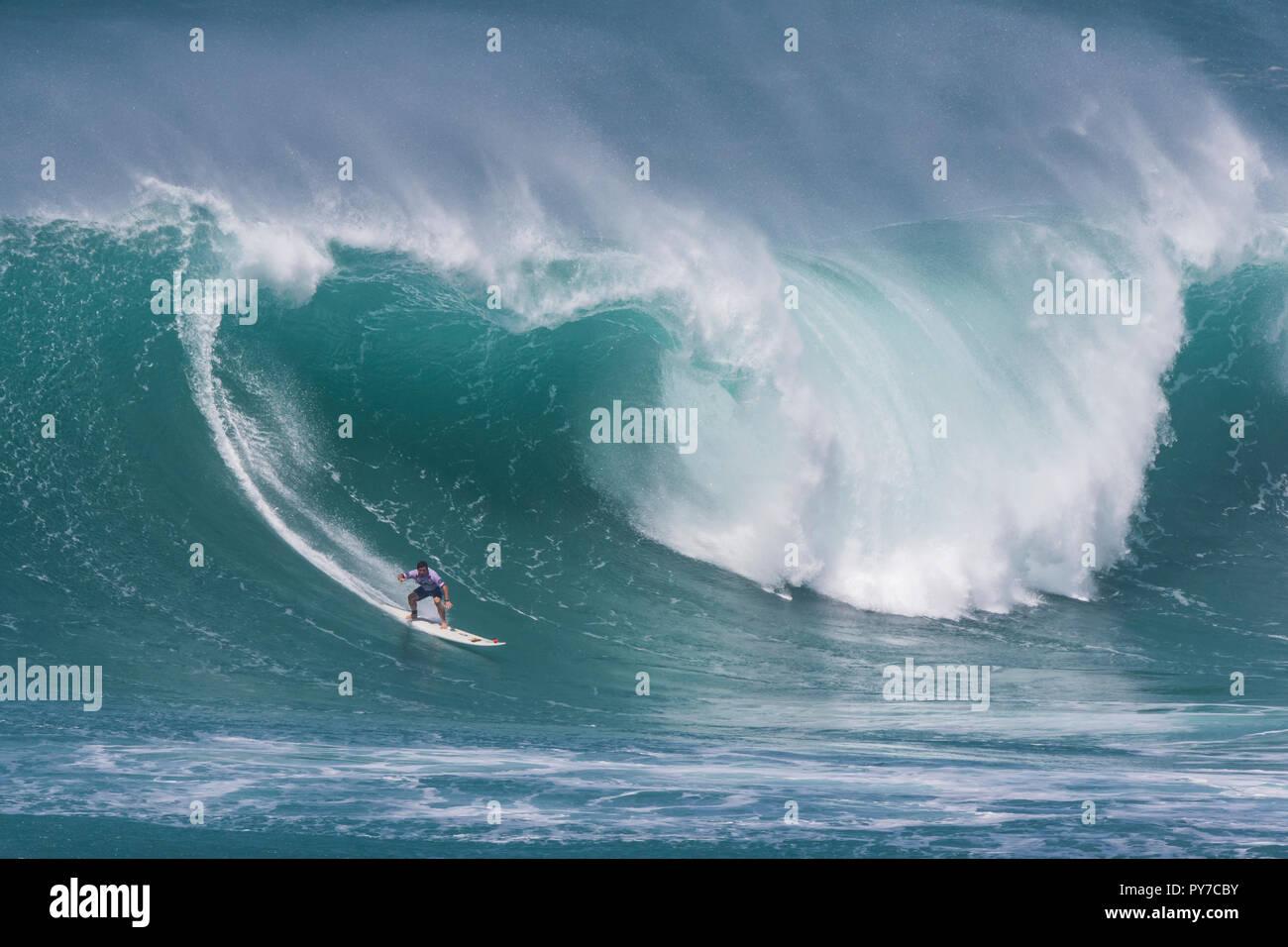 Surfer à l'Eddie Aikau 2016 Concours de surf. Photo Stock