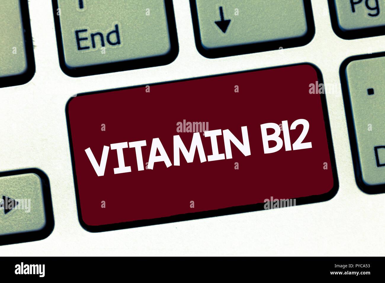 Texte de l'écriture manuscrite La vitamine B12. Sens Concept groupe de substances essentielles pour le fonctionnement de certaines enzymes. Photo Stock