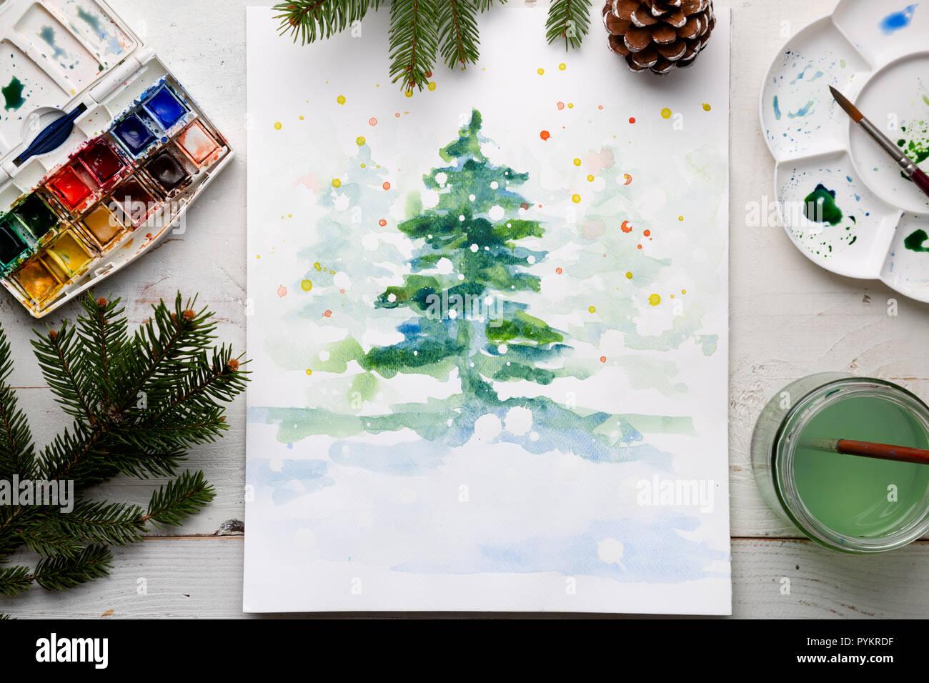 Carte de Noël à l'aquarelle à la main sur la table de travail avec