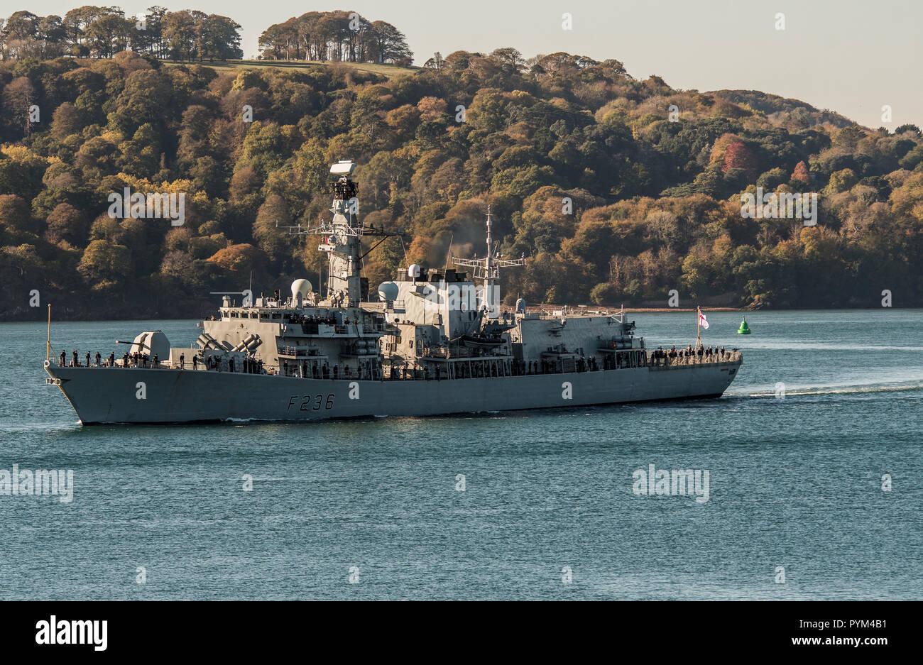 Le HMS Montrose quitter Plymouth pour un déploiement de 3 ans. Banque D'Images