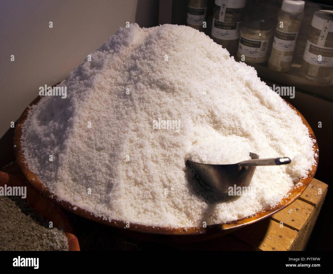 Sel de mer naturel en vente dans l'Atelier du sel, Honfleur, Normandie Photo Stock