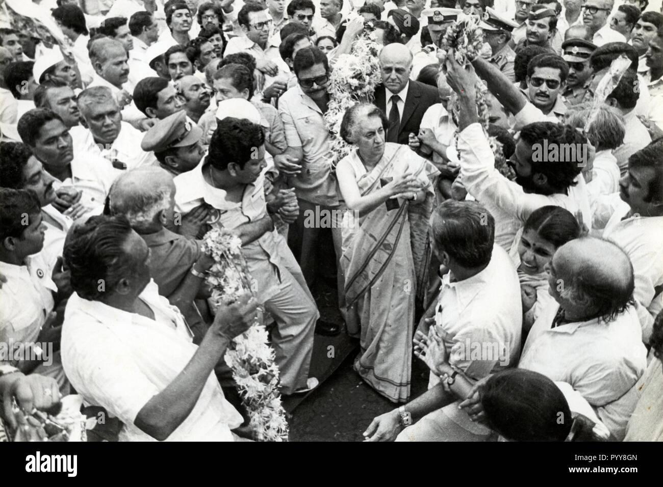 Entouré par les partisans d'Indira Gandhi, Inde, Asie, 1970 Photo Stock