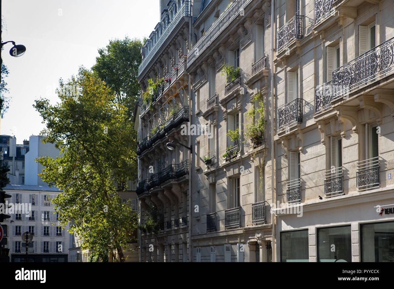 France, Ile de France, Paris 6ème arrondissement, Paris, succession de balcons post-haumanniens Banque D'Images