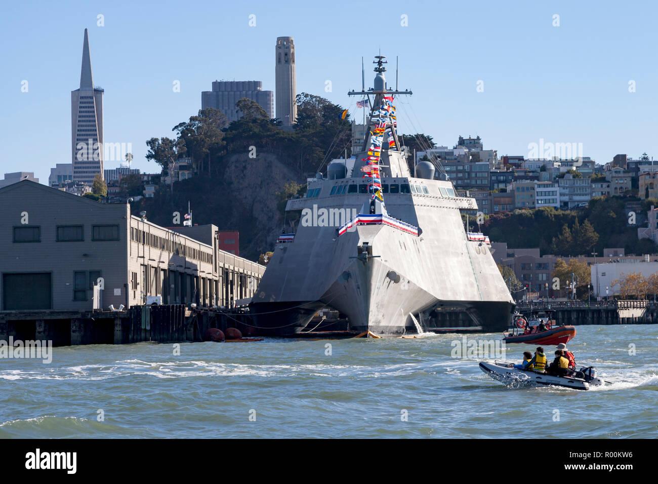 L'indépendance de combat littoral classe USS Manchester (LCS) 14 amarré le long du front de mer de San Francisco. Photo Stock