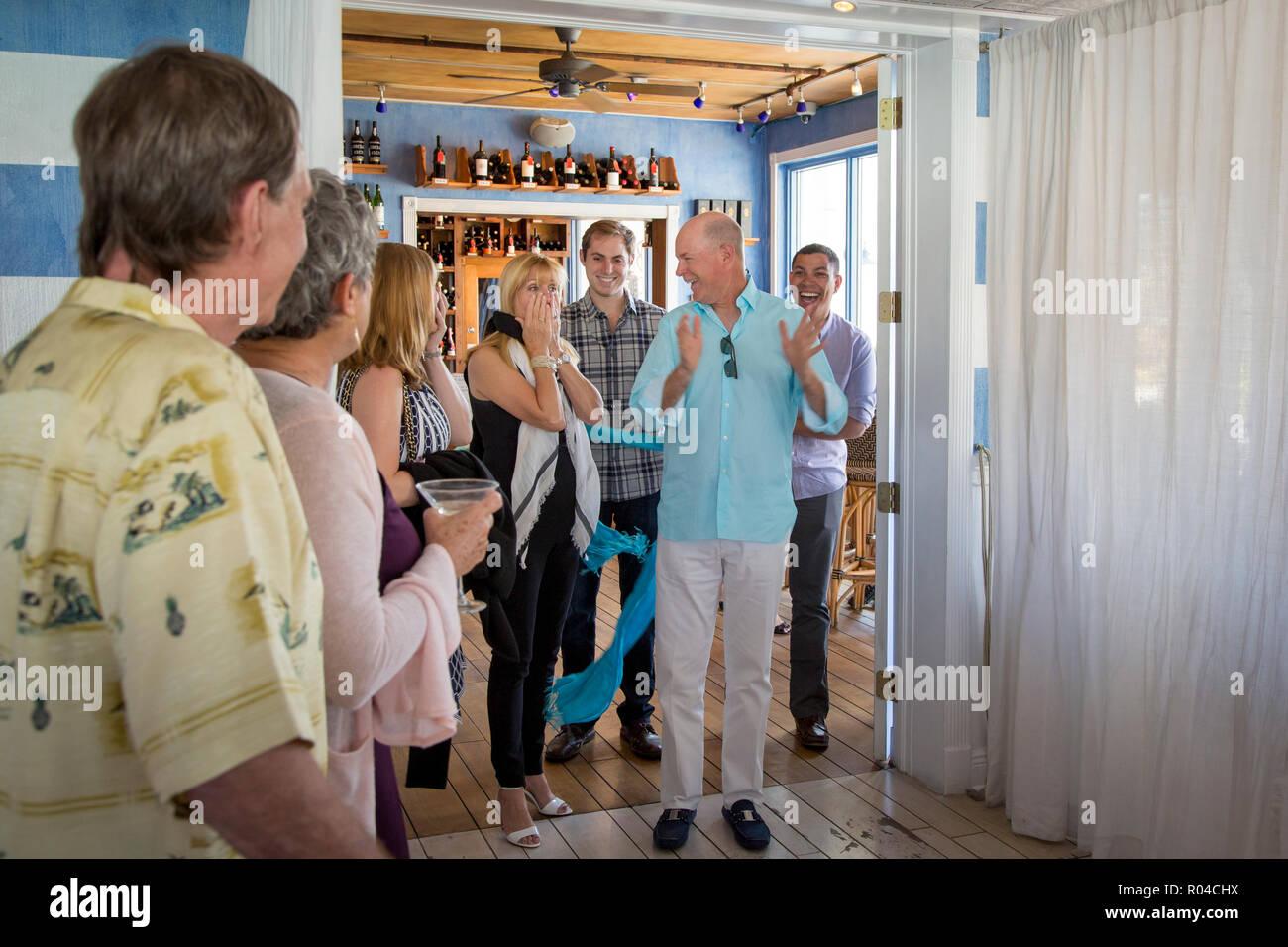 Surpris par quelques amis lors d'une fête surprise, Naples, Florida, USA Photo Stock