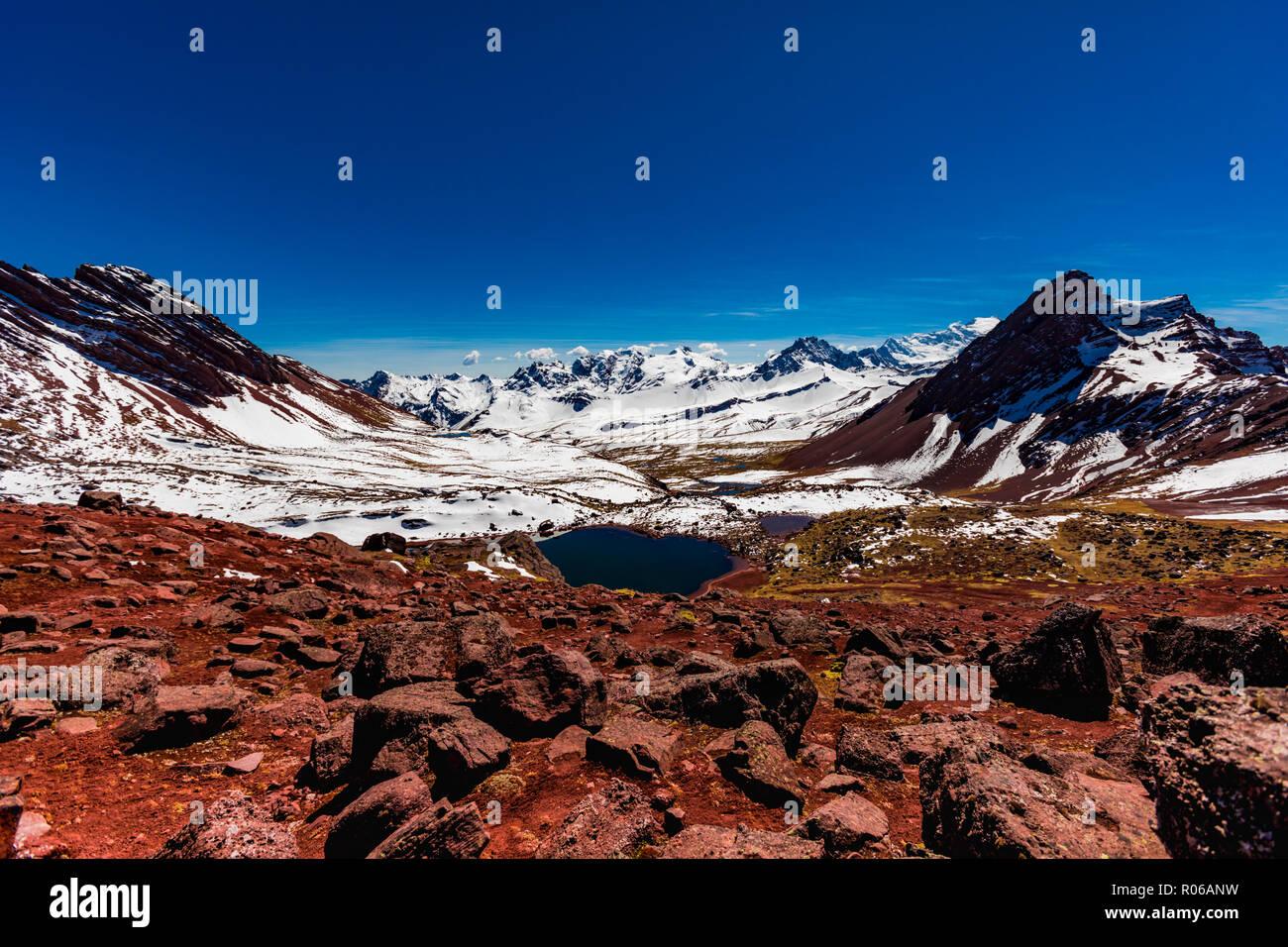 La chaîne de montagne, dans les Andes, le Pérou, Amérique du Sud Photo Stock