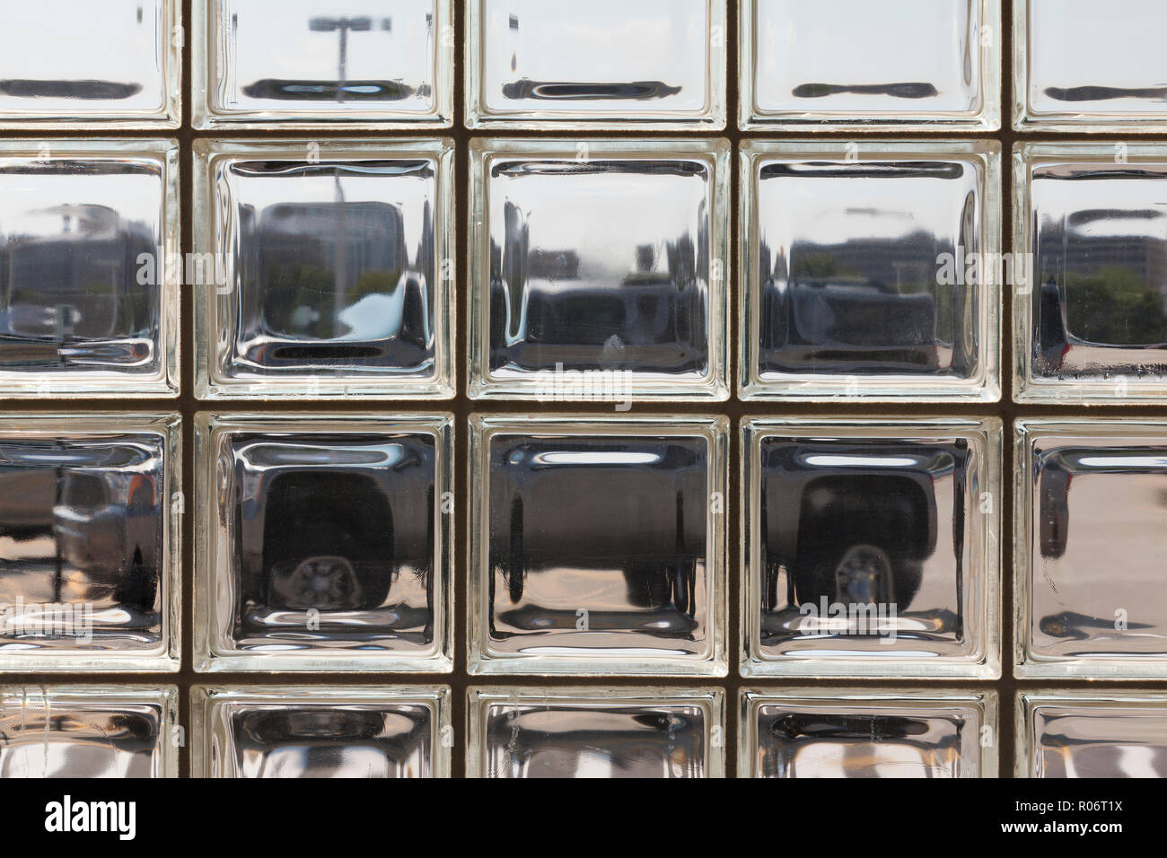Mur de briques de verre (bloc de verre mur) - USA Banque D ...