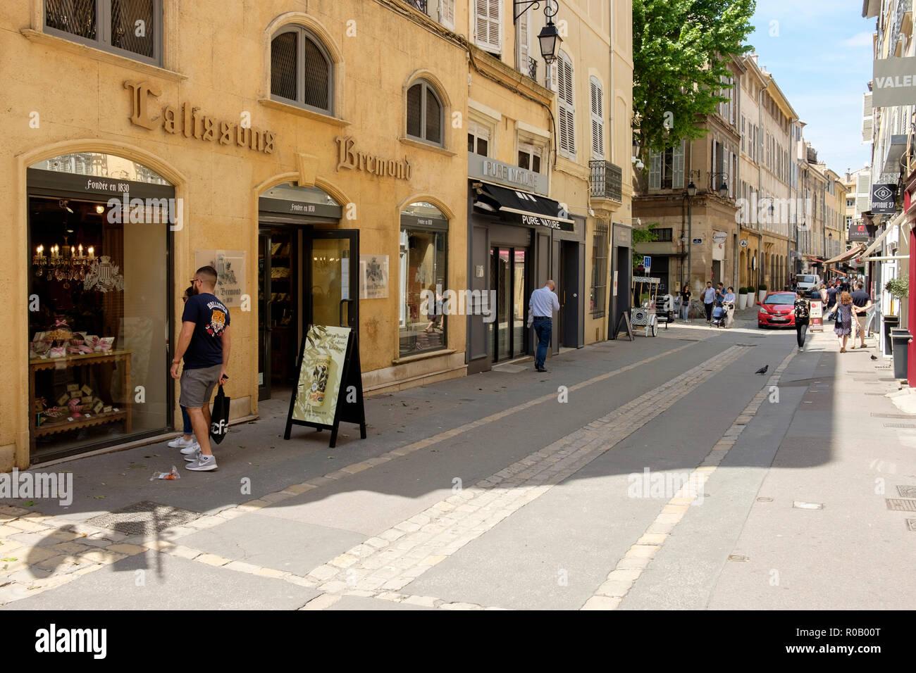 La boutique de la Maison Bremond, fabricants et détaillants de Calissons, les bonbons traditionnels français, sur la Rue d'Italie, Aix-en-Provence, France. Banque D'Images