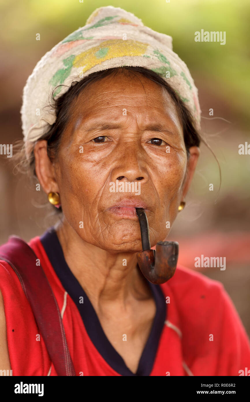 Thai fille pipes