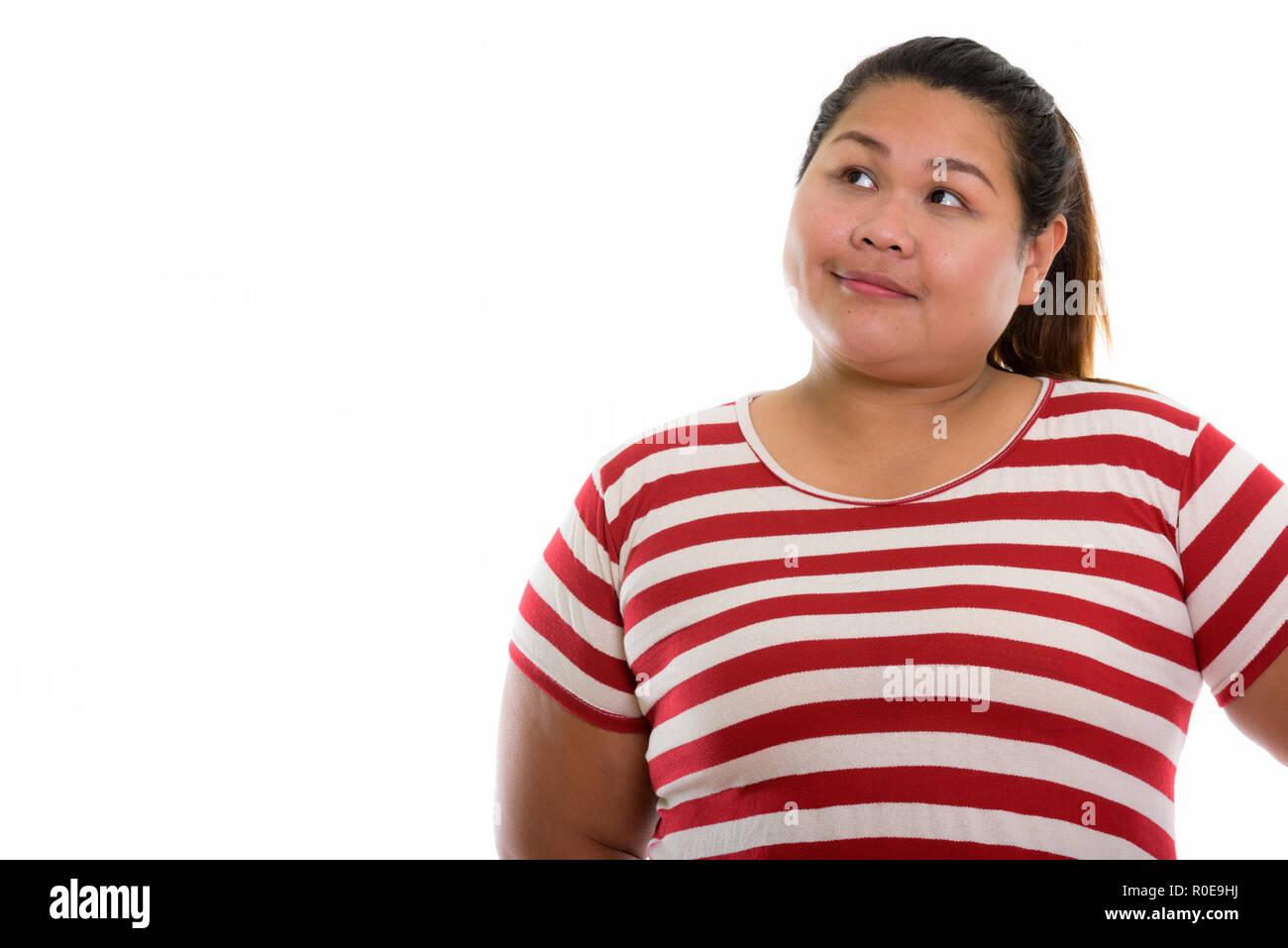 Portrait de jeune femme asiatique fat penser tout en regardant vers le haut  Photo Stock ace795fcfcb