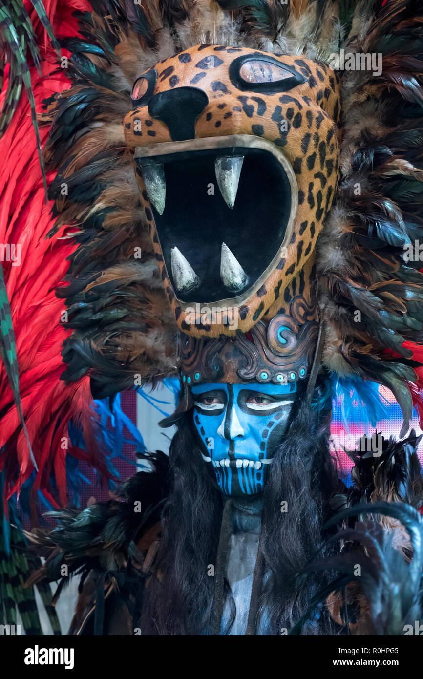 Londres, Royaume-Uni. 5 Nov 2018. Mexican homme habillé pour le 'Jour des Morts au Mexique sur le stand au salon WTM à Excel Centre London UK LE 05/11/2018 Credit: Cabanel/Alamy Live News Banque D'Images