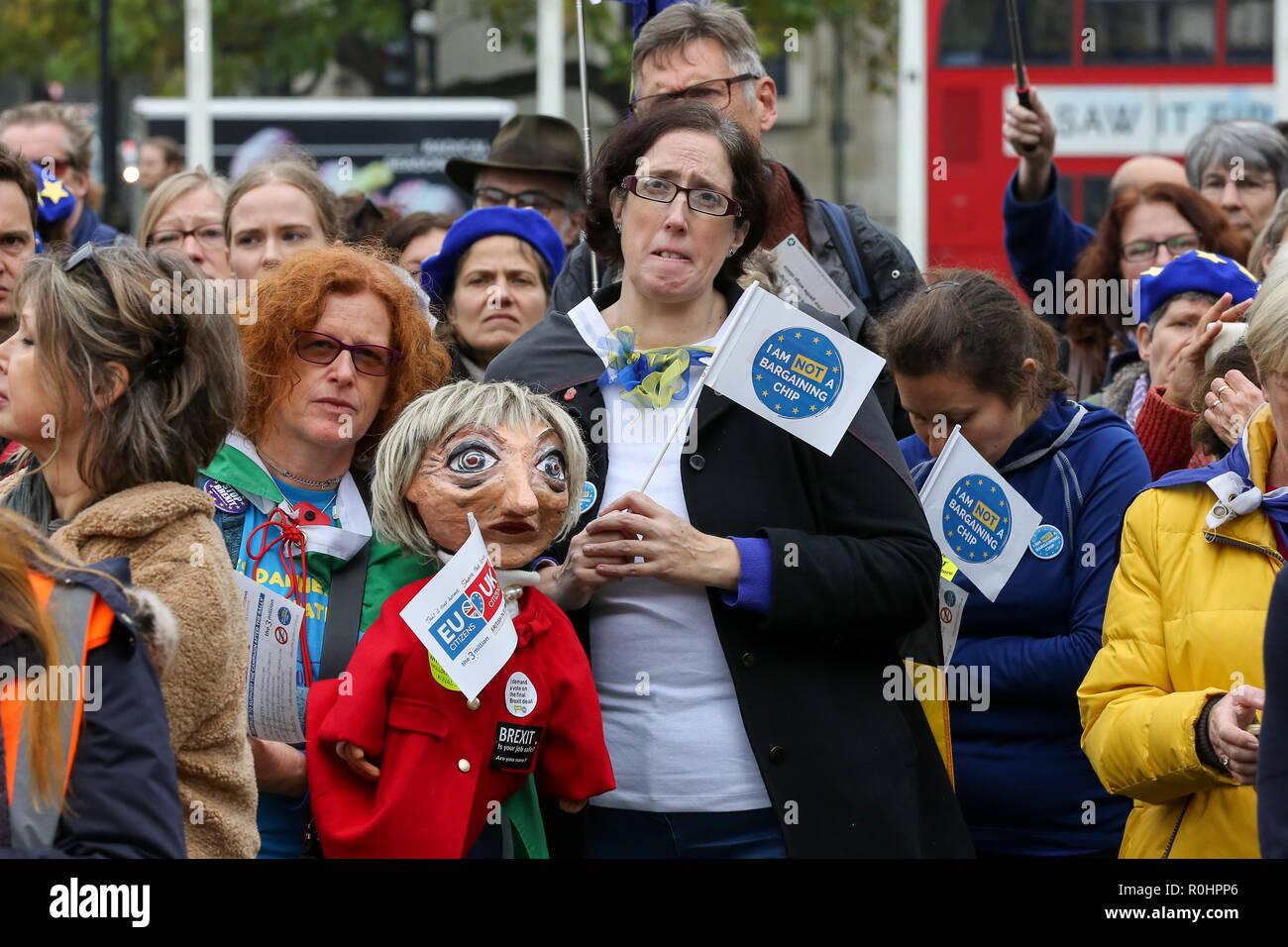 Londres, Royaume-Uni. 5Th Nov, 2018. Les protestataires sont vu la tenue des pancartes pendant la manifestation.pro-UE partisans ont protesté à la place du Parlement alors qu'il faisait campagne pour les citoyens de l'homme. Credit: Dinendra Haria SOPA/Images/ZUMA/Alamy Fil Live News Banque D'Images