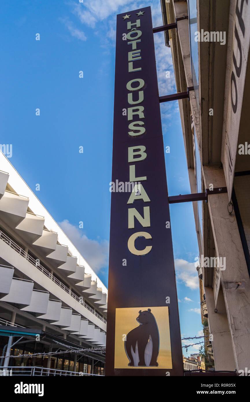L'hôtel Ours Blanc panneau extérieur et du marché Victor Hugo, Toulouse, Haute-Garonne, Occitanie, France Photo Stock