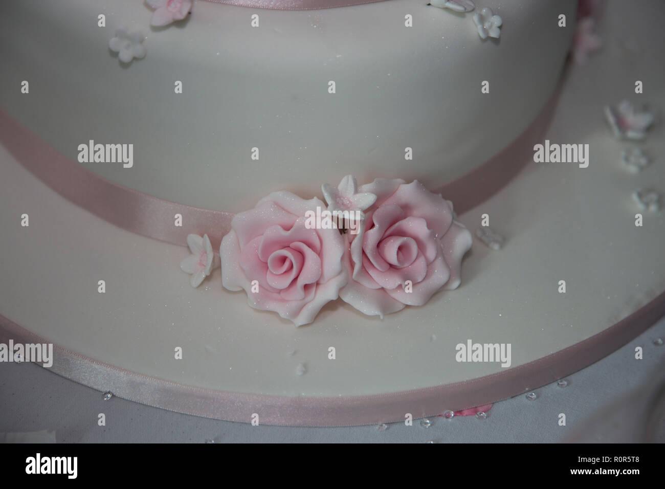 3 Tier White Wedding Cake Photos 3 Tier White Wedding Cake Images