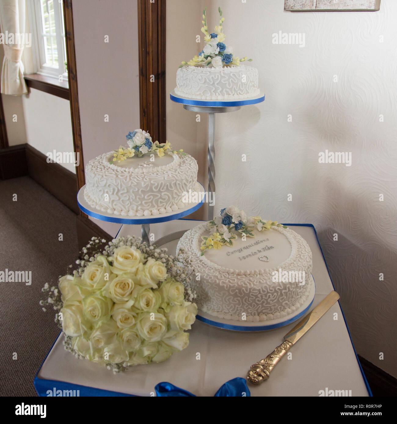 Gâteau De Mariage à Trois Niveaux Trois Niveaux De Gâteau