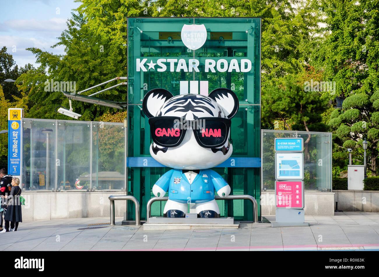 Le début de la K*Star road Art Project, a 1km décoré avec GangnamDols à Gangnam, Seoul, Corée du Sud. Photo Stock