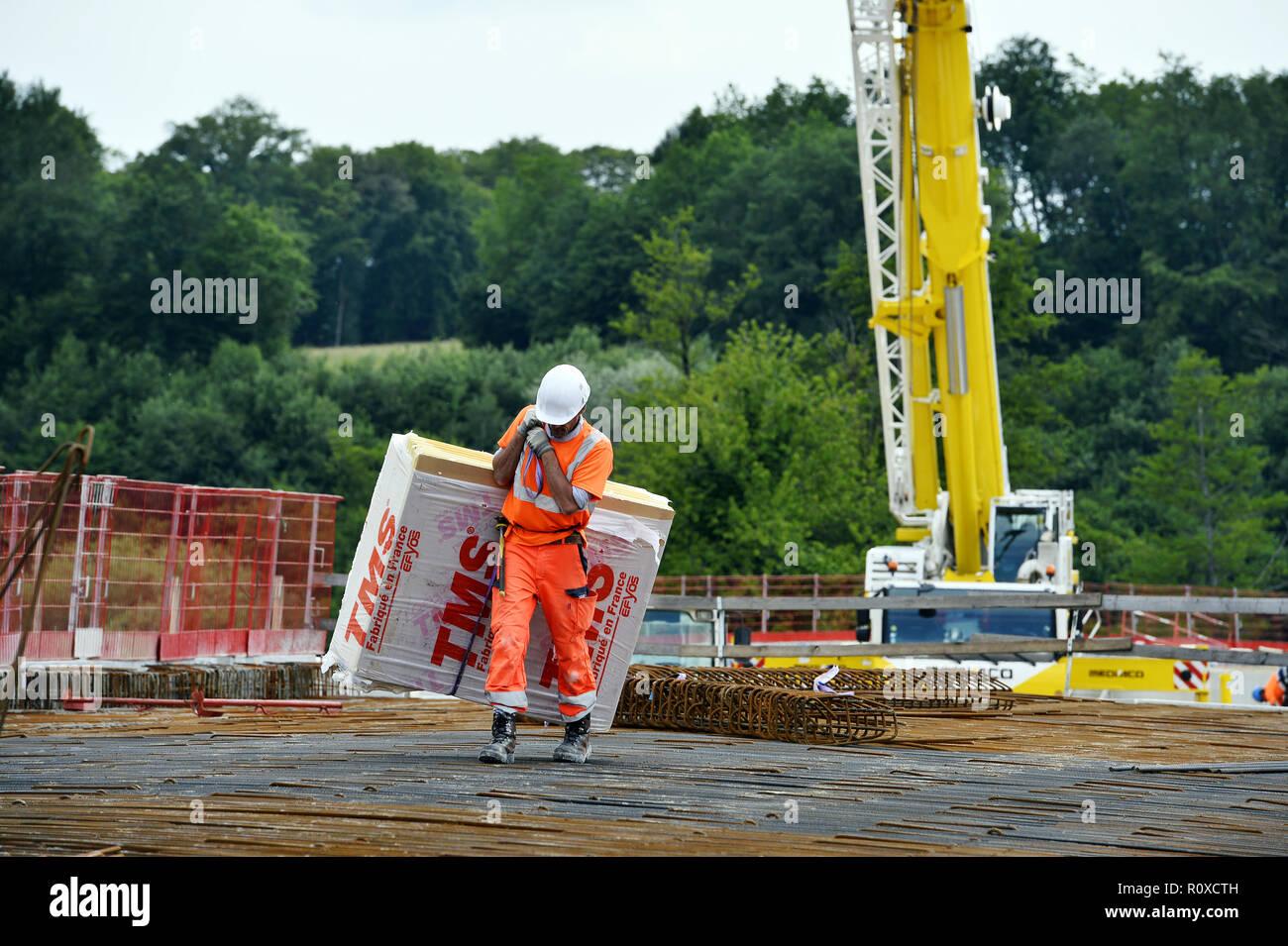 La mousse de polyuréthane Worker carrying - Lieu de travail - France Banque D'Images
