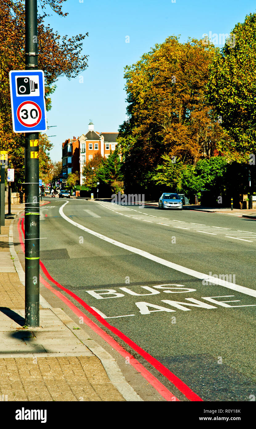Speed Camera et le marquage routier, Bromley Road, Catford, Arrondissement ofLewisham, Londres, Angleterre Photo Stock