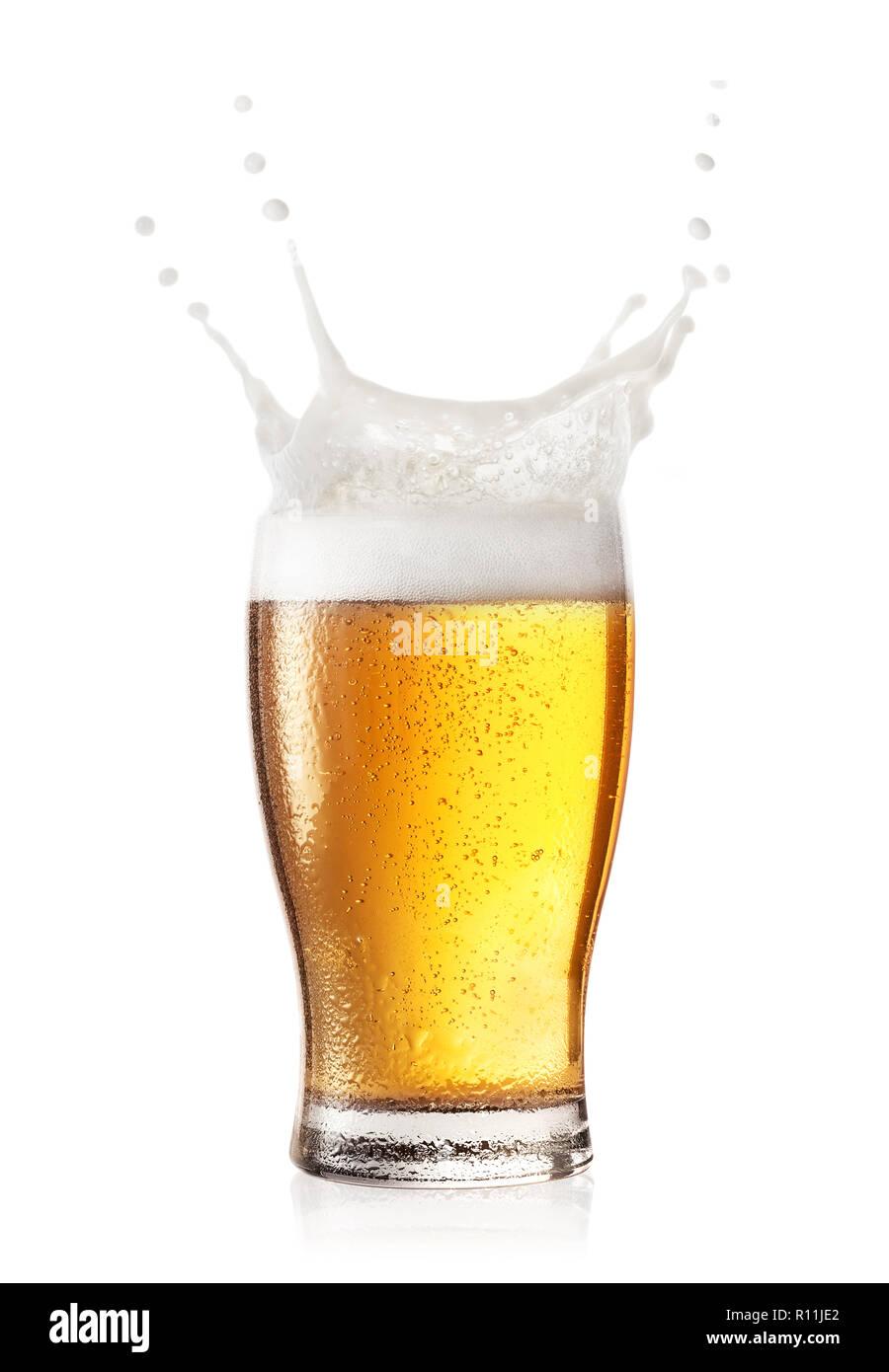 Splash en verre de bière Banque D'Images