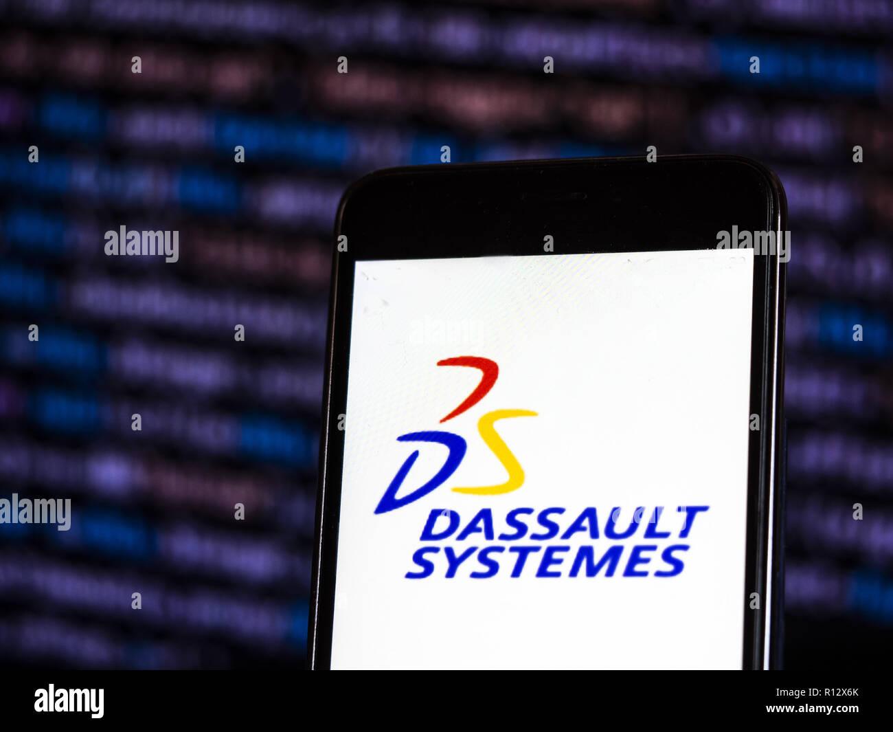 8 novembre 2018 - Kiev, Ukraine - Dassault Systèmes software logo de l'entreprise vu affichée sur téléphone intelligent. Dassault Systèmes, ''3DEXPERIENCE Company'', est une entreprise de logiciels européen basé à Vélizy-Villacoublay, France qui développe la conception 3D, 3D, maquette numérique et logiciel de gestion du cycle de vie des produits (crédit Image: © Igor Golovniov/SOPA des images à l'aide de Zuma sur le fil) Banque D'Images