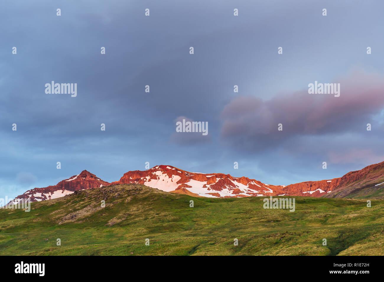Chaîne de montagne près de Egilsstadir, est de l'Islande. Photo Stock