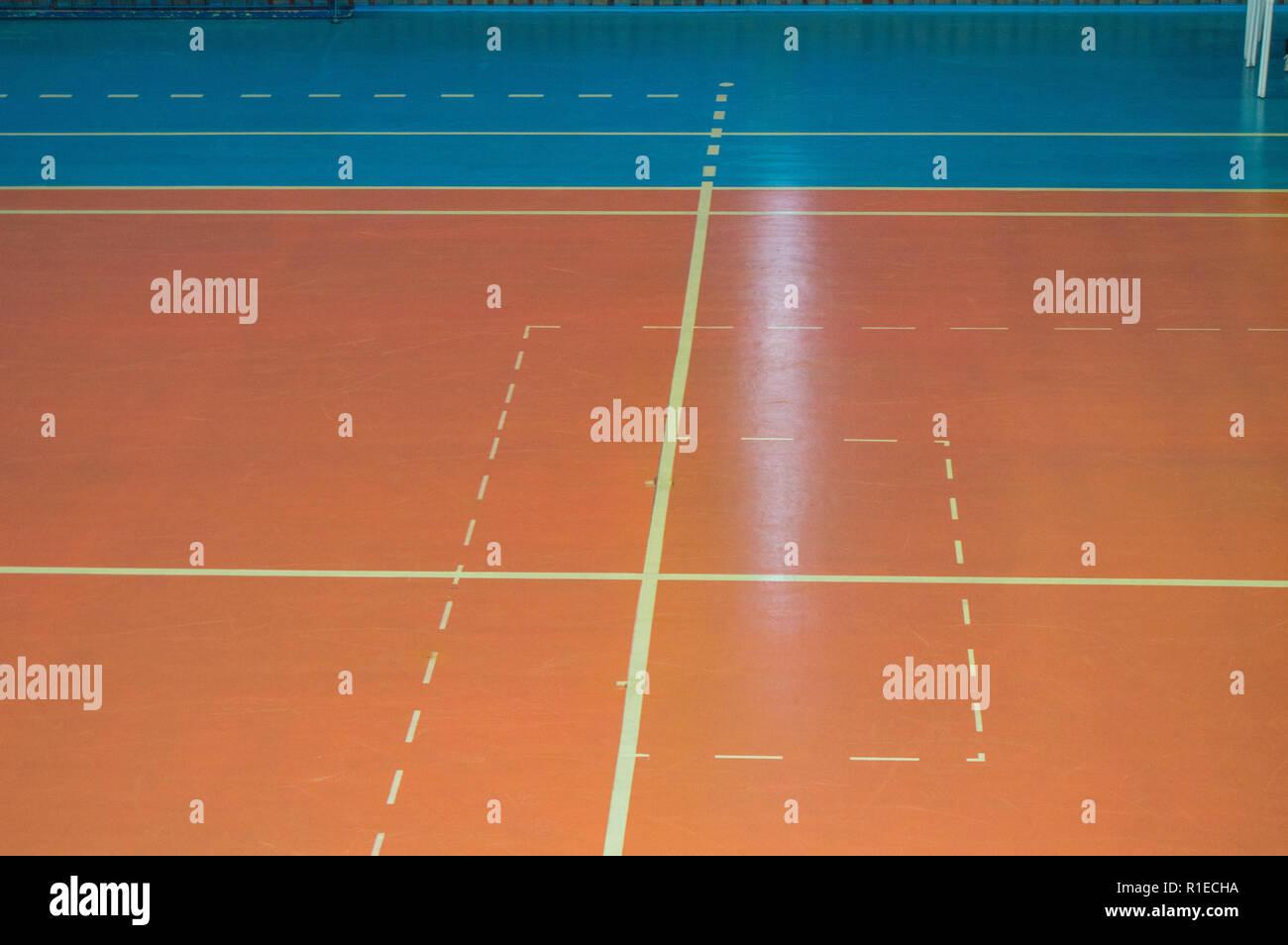 Sol Pour Salle De Sport sports vide salle de formation avec des marques sur le sol