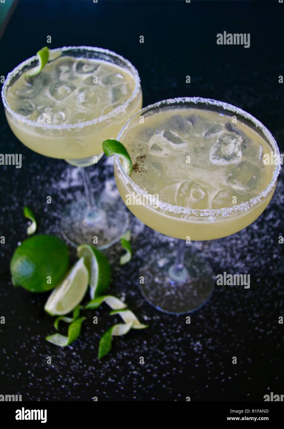 Cocktails margarita de chaux avec la chaux et le sel Photo Stock