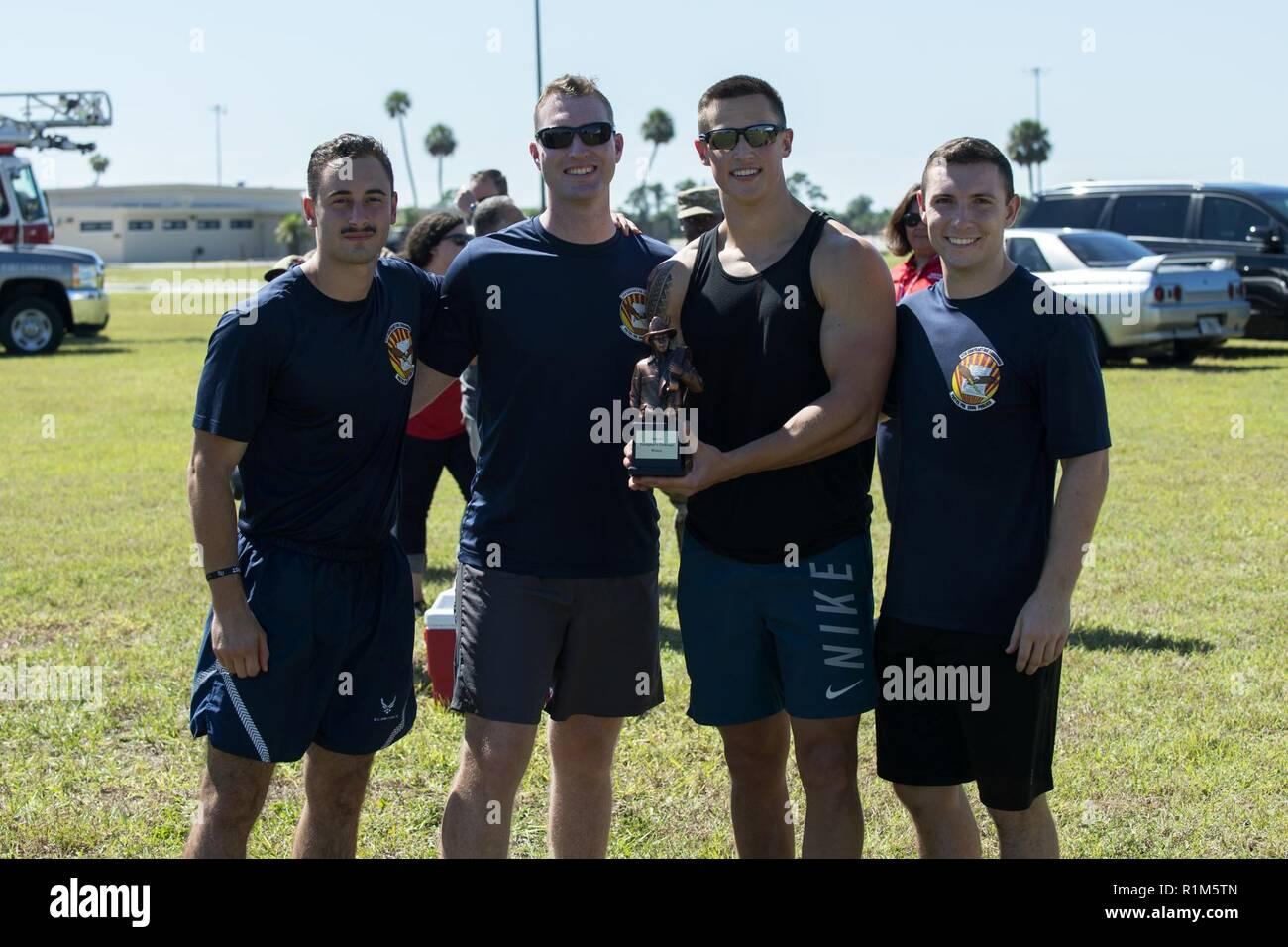 Lincendie 2018 Muster Equipe Gagnante Du 6e Escadron Passation De Pause Pour Une Photo
