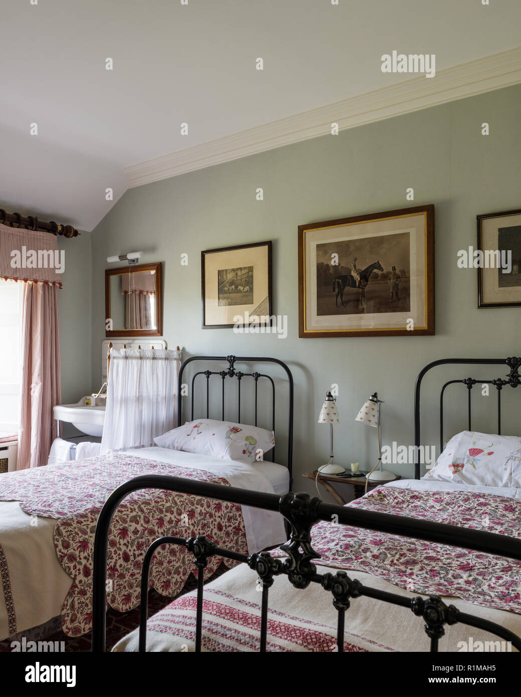 Old Fashioned Beds Photos Old Fashioned Beds Images Alamy