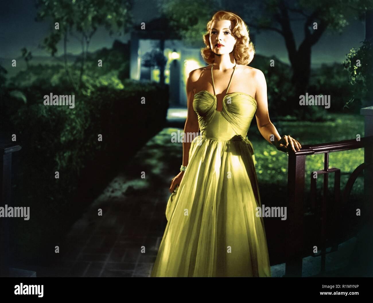 Hayworth est peut-être mieux connu pour sa performance dans le film noir de 1946, Gilda, en face de Glenn Ford, dans lequel elle a joué la femme fatale dans son premier grand rôle dramatique. Fred Astaire, avec qui elle a fait deux films, l'appela son partenaire de danse. Son plus grand succès a été dans le Technicolor encore de Cover Girl (1944), avec Gene Kelly. Elle est répertorié comme l'un des top 24 femme motion picture stars de tous les temps dans l'American Film Institute's survey, AFI's 100 Years… 100 Stars. Archives Photos / MediaPunch Hollywood Photo Stock