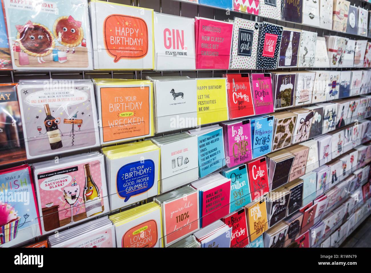 Londres Angleterre Royaume-Uni Grande-bretagne Kensington cadeaux papeterie shopping cartes de souhaits souhaits d'anniversaire humoristique s'affiche lunatique Photo Stock