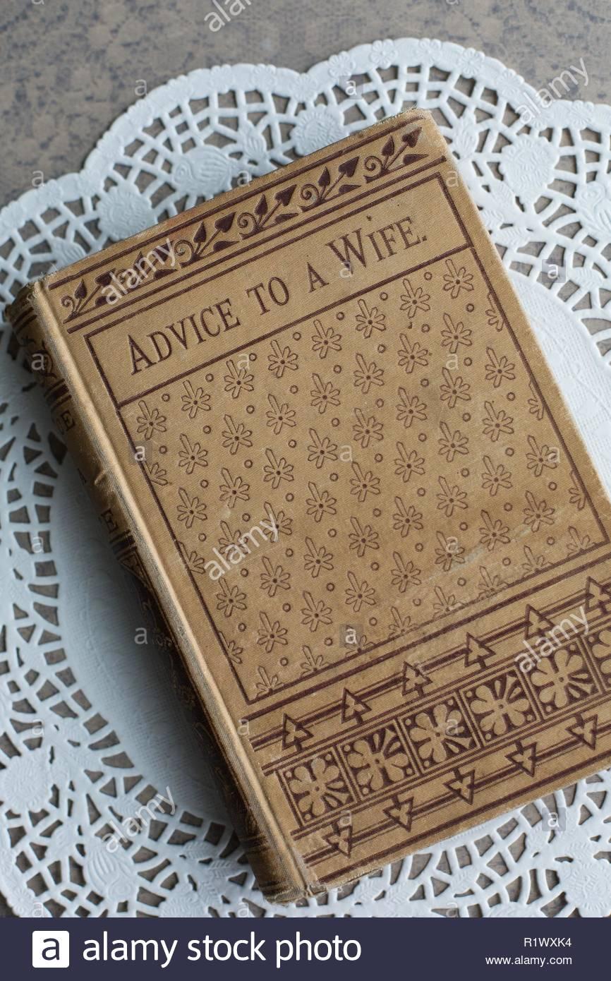 """Un livre à l'ère victorienne, intitulé """"Conseils à une femme"""". Photo Stock"""